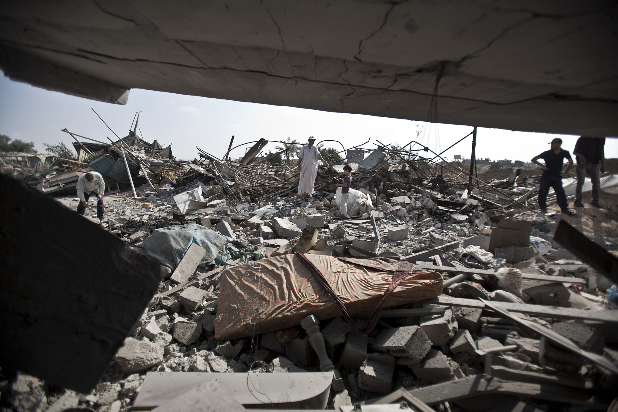 Mattress_in_Rafah_Gaza_Rubble.jpg