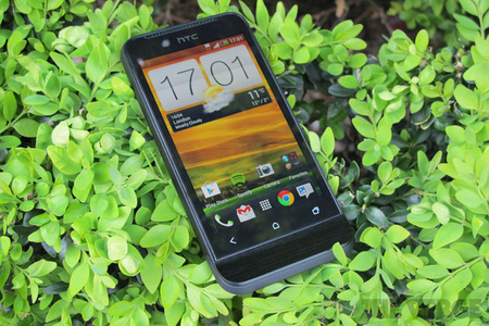 HTC One V review head
