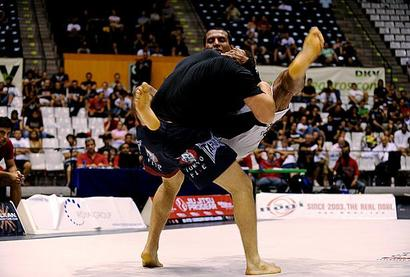Vinny-magalhaes-jumps-guard-on-gunnar-nelson-at-adcc-2009-mantofightdotcom