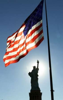Statue-of-libery-american-flag