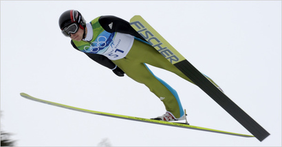 14skijump_ca0-articlelarge