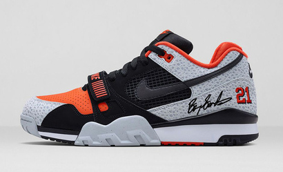 Signed_shoe_grande