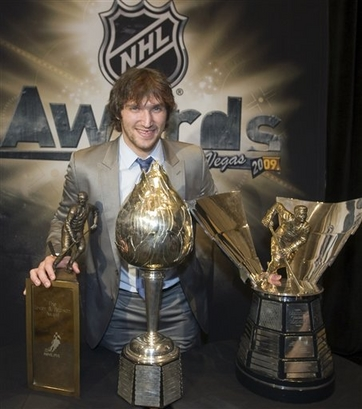 Capt.20a38df1d0b7423981f47dfcb2df7934.nhl_awards_hockey_ryr110