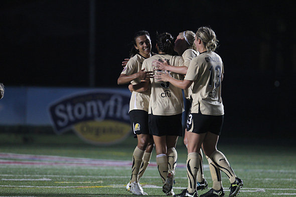 Marta celebrates her second goal of the night with her FC Gold Pride teammates. Photo: David Silverman, isiphotos.com.