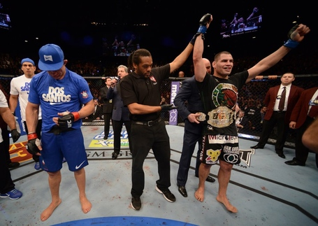 Cain-velasquez-victorious_medium
