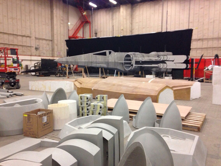 Millennium-falcon-star-wars-spoiler-sneak-peek-behind-the-scenes-photos-0122-480w_medium