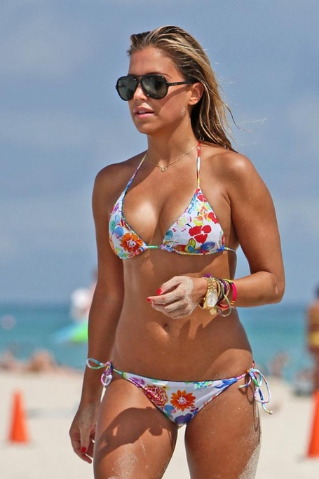 Sylvie_van_der_vaart_bikini_oct_10_hot_10_medium