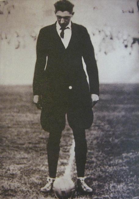 640px-john_langenus_the_football_arbitrator_a_judging_first_final_of_the_world_championships_1930_year_medium