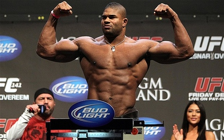 Alistairovereem_2190017b_medium