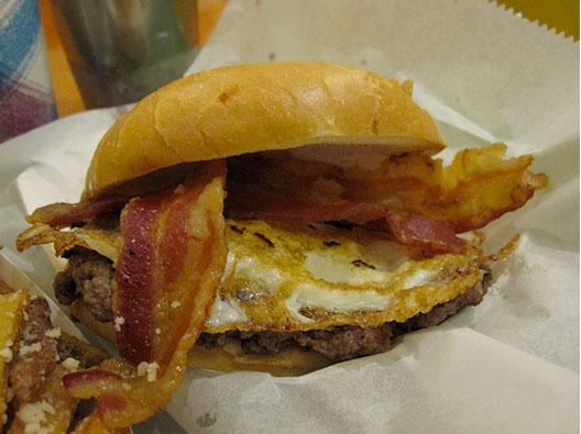 Edzo-bacon-egg-burger.jpg