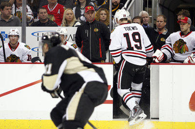 Blackhawks Lose To Penguins, Toews Leaves Game