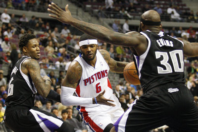 Report: Kings in talks to trade for Josh Smith?