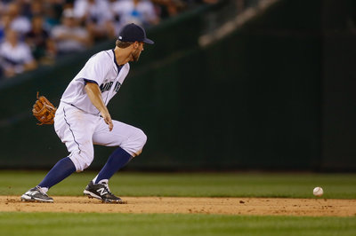 Unearned run dooms Mariners as they lose 2-1 in extra innings