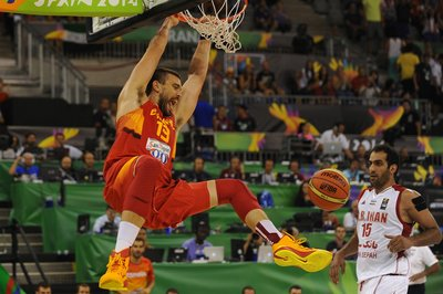 Spain ease past Iran for 90-60 blow out.