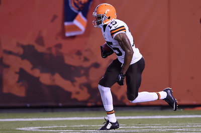 Roster Moves: Browns Sign TE Gerell Robinson and WR Marlon Moore Returns From Suspension.