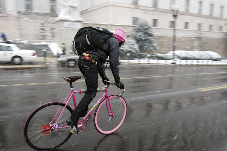 Cover image from Vox's article on bike messengers