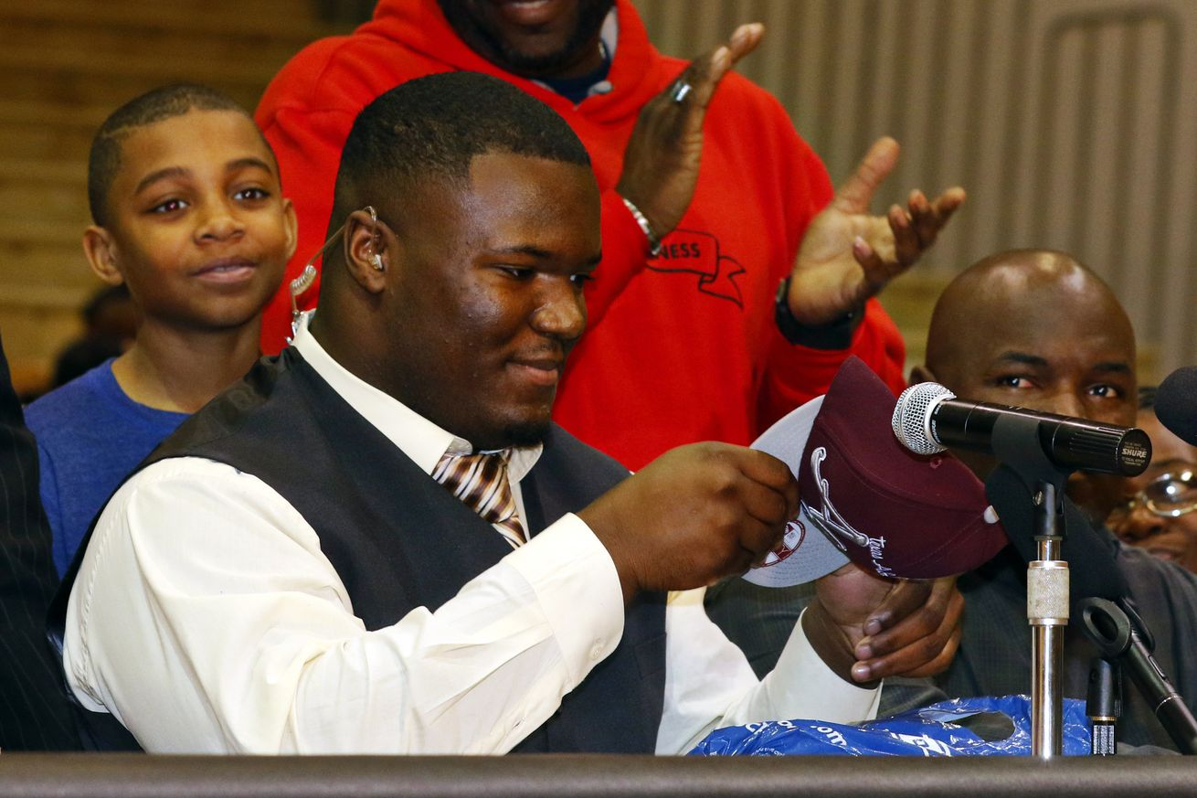 National signing day, high school seniors sign to play football
