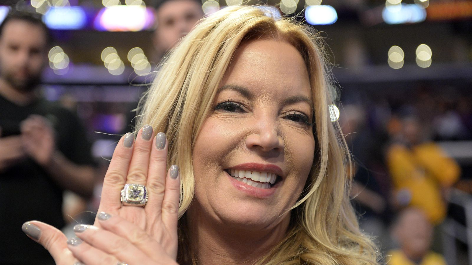 Jeanie Buss Expects Brother Jim To Step Down If Lakers Don -2134