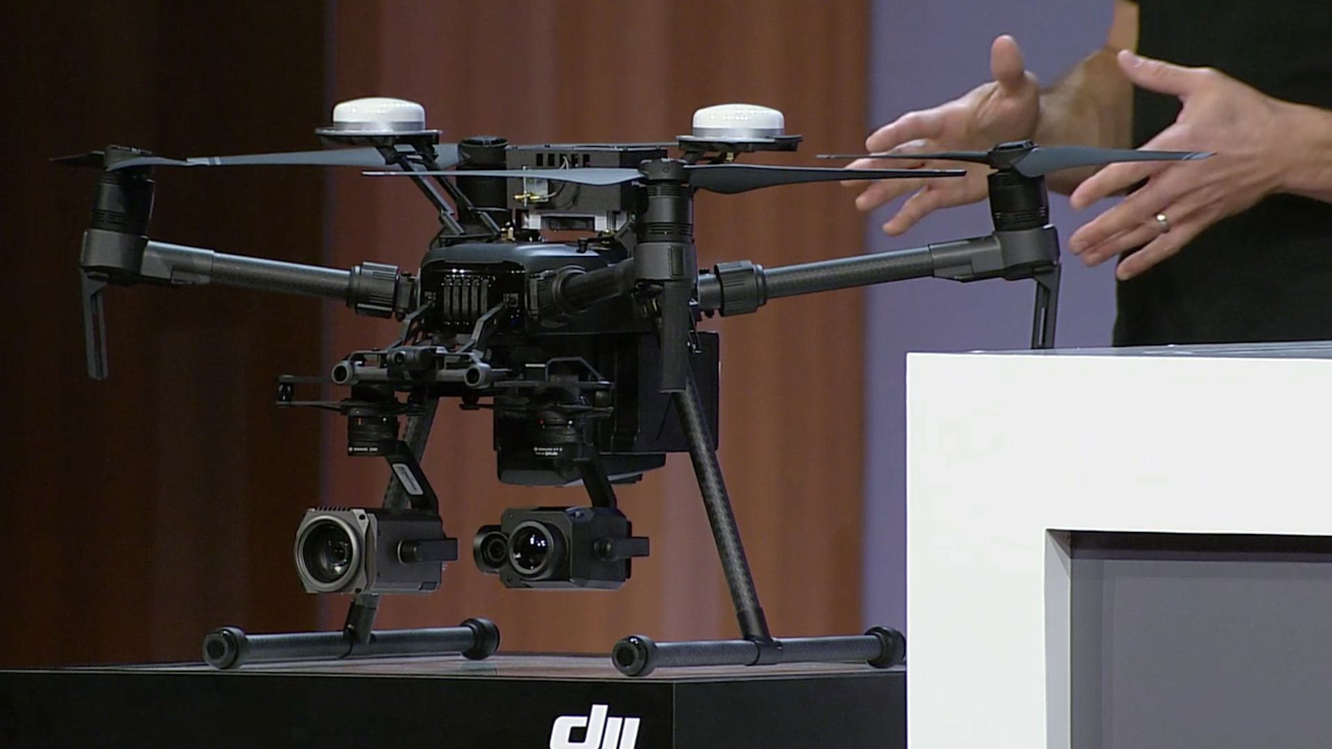 Microsoft partners with DJI on a new Windows 10 drone SDK - The Verge