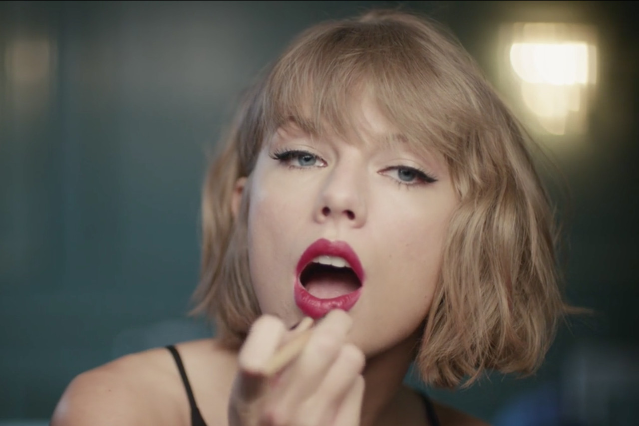 Here's Taylor Swift lip-syncing to Jimmy Eat World's 'The Middle'