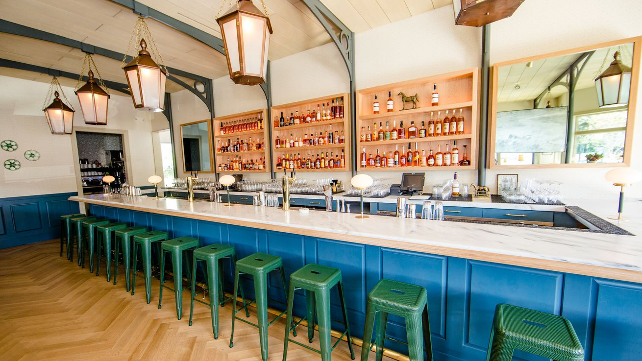 These Are New Orleans' Top Spots For Happy Hour Cocktails and Snacks