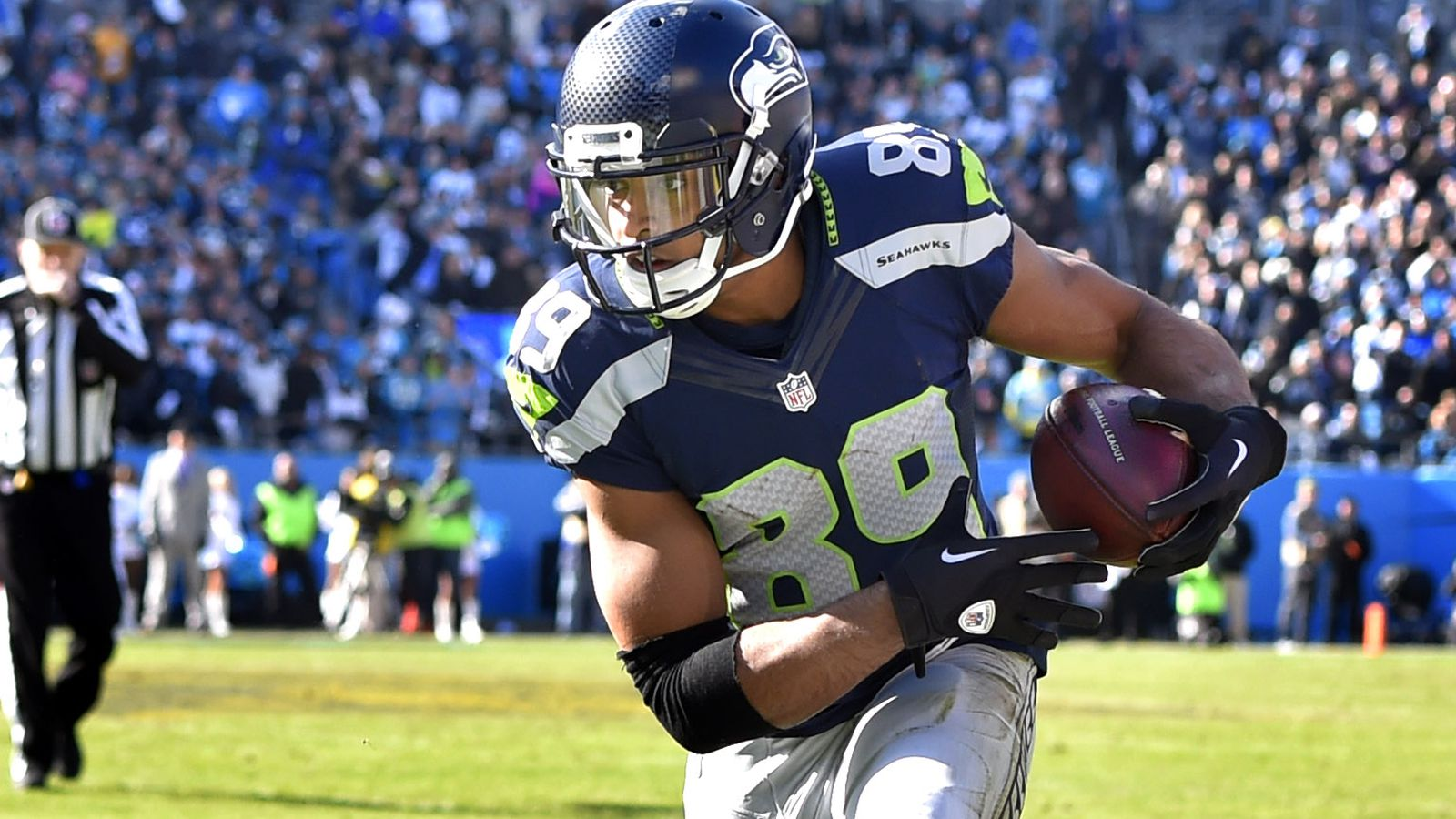 news seahawks sign five players future contracts