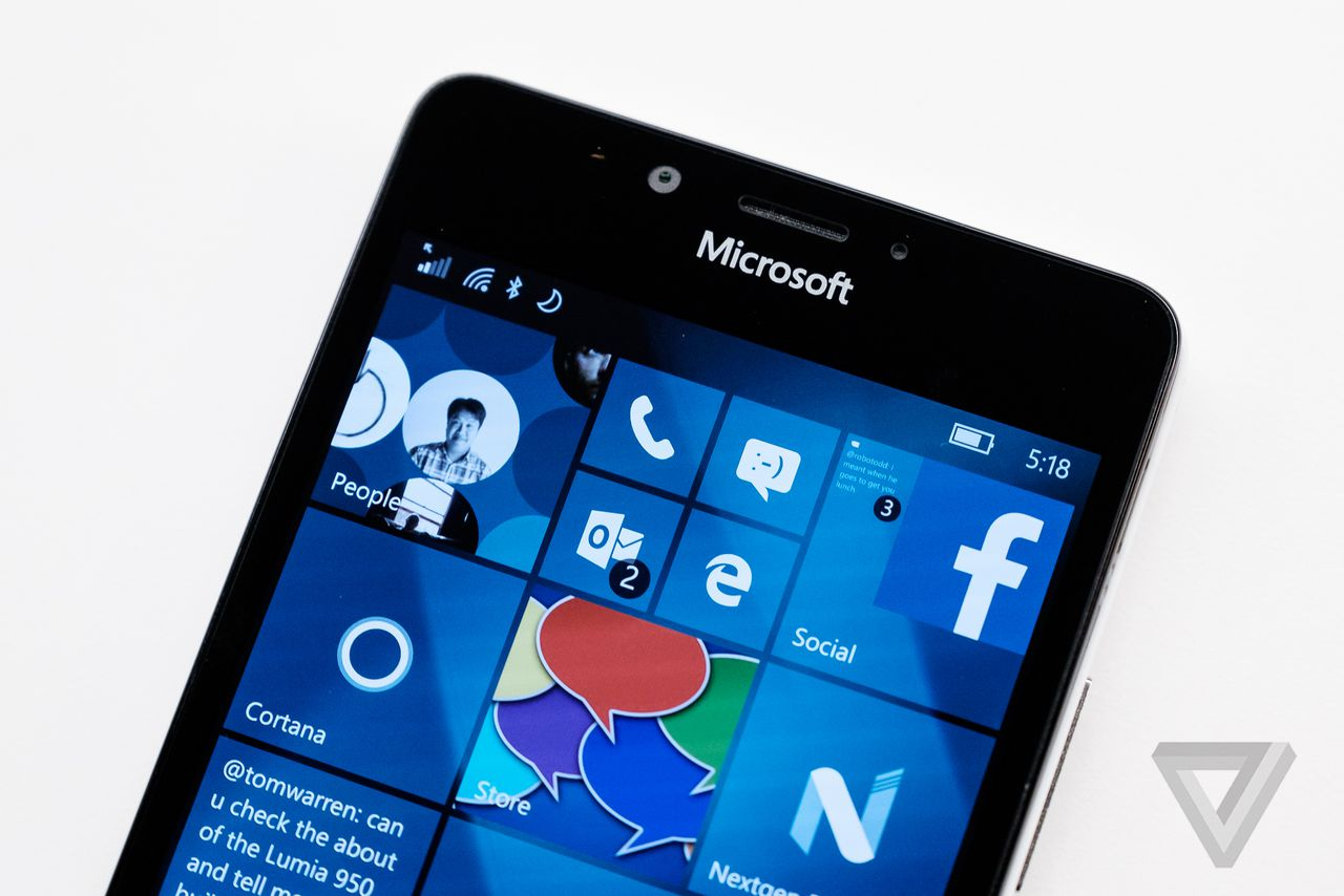 how to close apps on microsoft phone