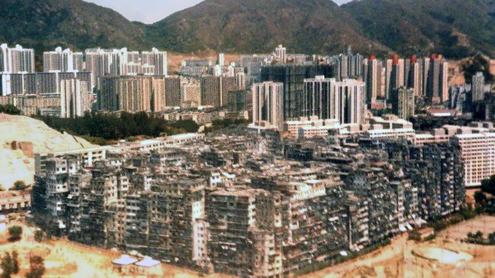 Life in Kowloon Walled City, the self-sustaining city of