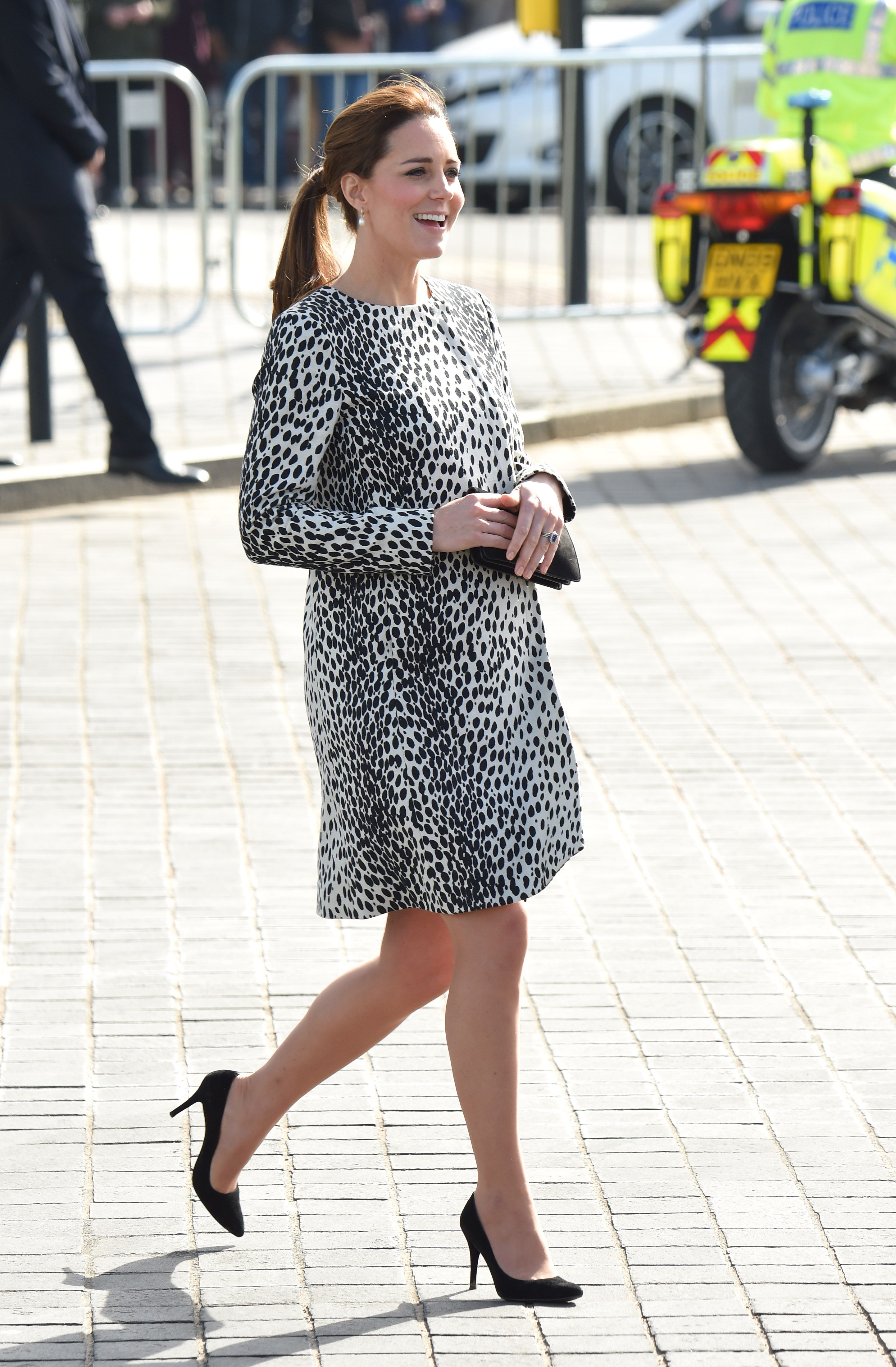 Kate Middleton Recycles Artsy Printed Coat For Gallery Tour Racked