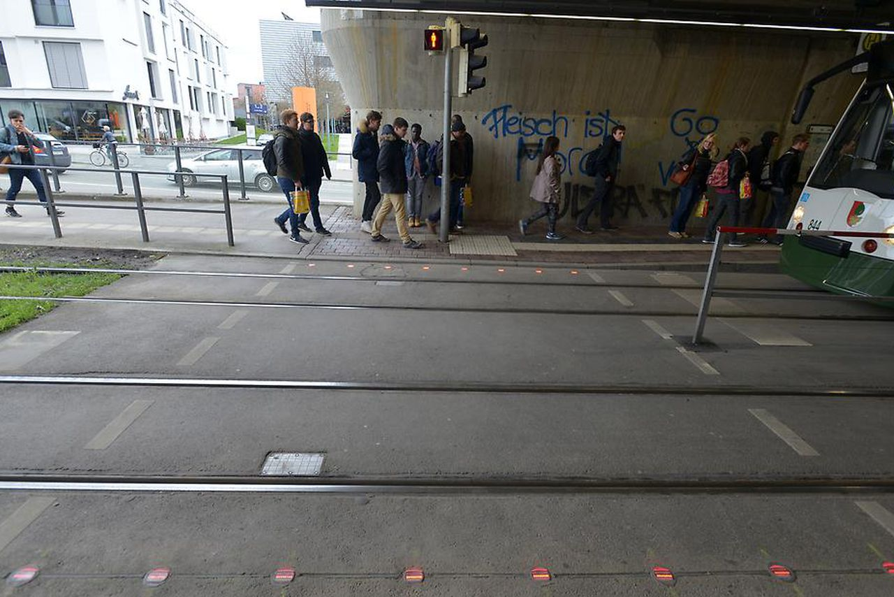 A german city put traffic lights in the sidewalk the verge for Boden germany