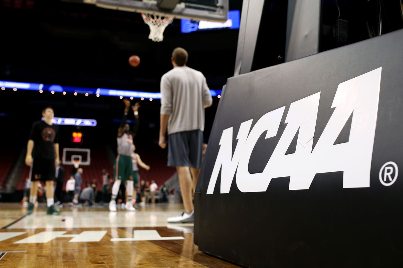New NCAA rules force hoops coaches to be social media savvy