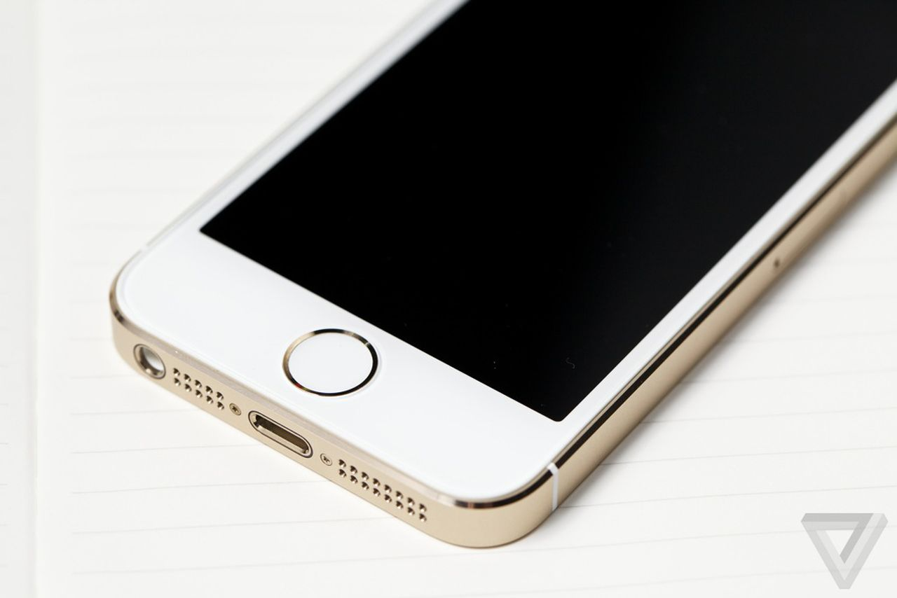 does iphone 5s have nfc apple sets another opening weekend record with 9 million 16876