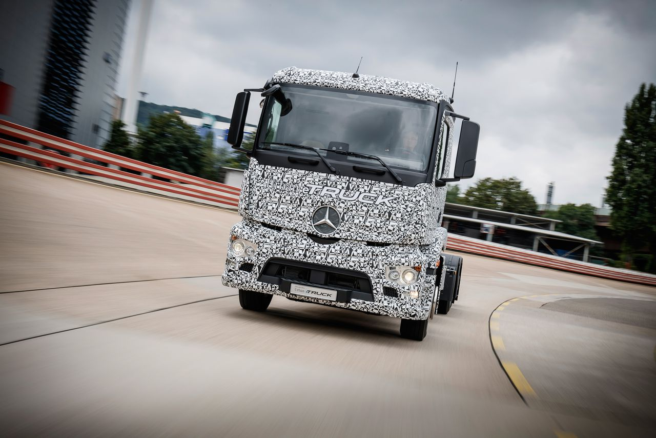 Mercedes benz created a heavy duty electric truck for for Mercedes benz electric truck