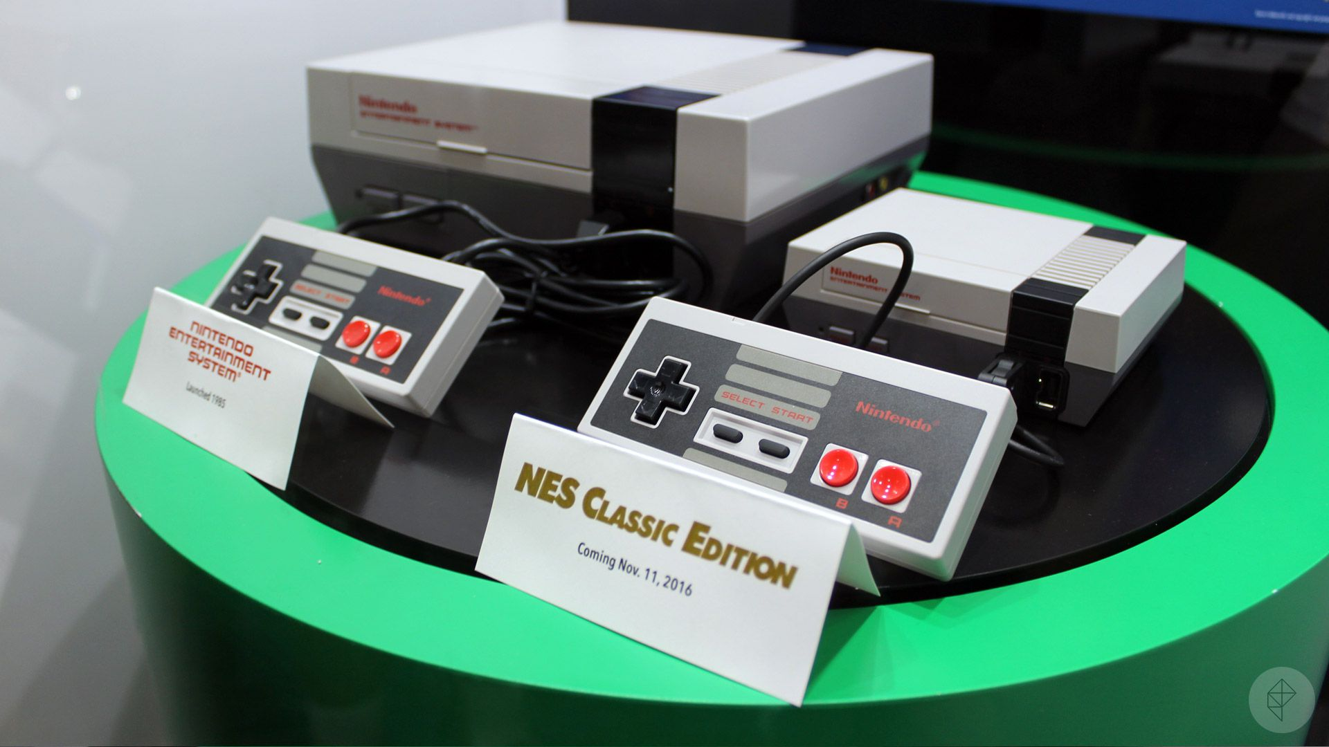 up close with nintendo 39 s new nes classic edition polygon. Black Bedroom Furniture Sets. Home Design Ideas