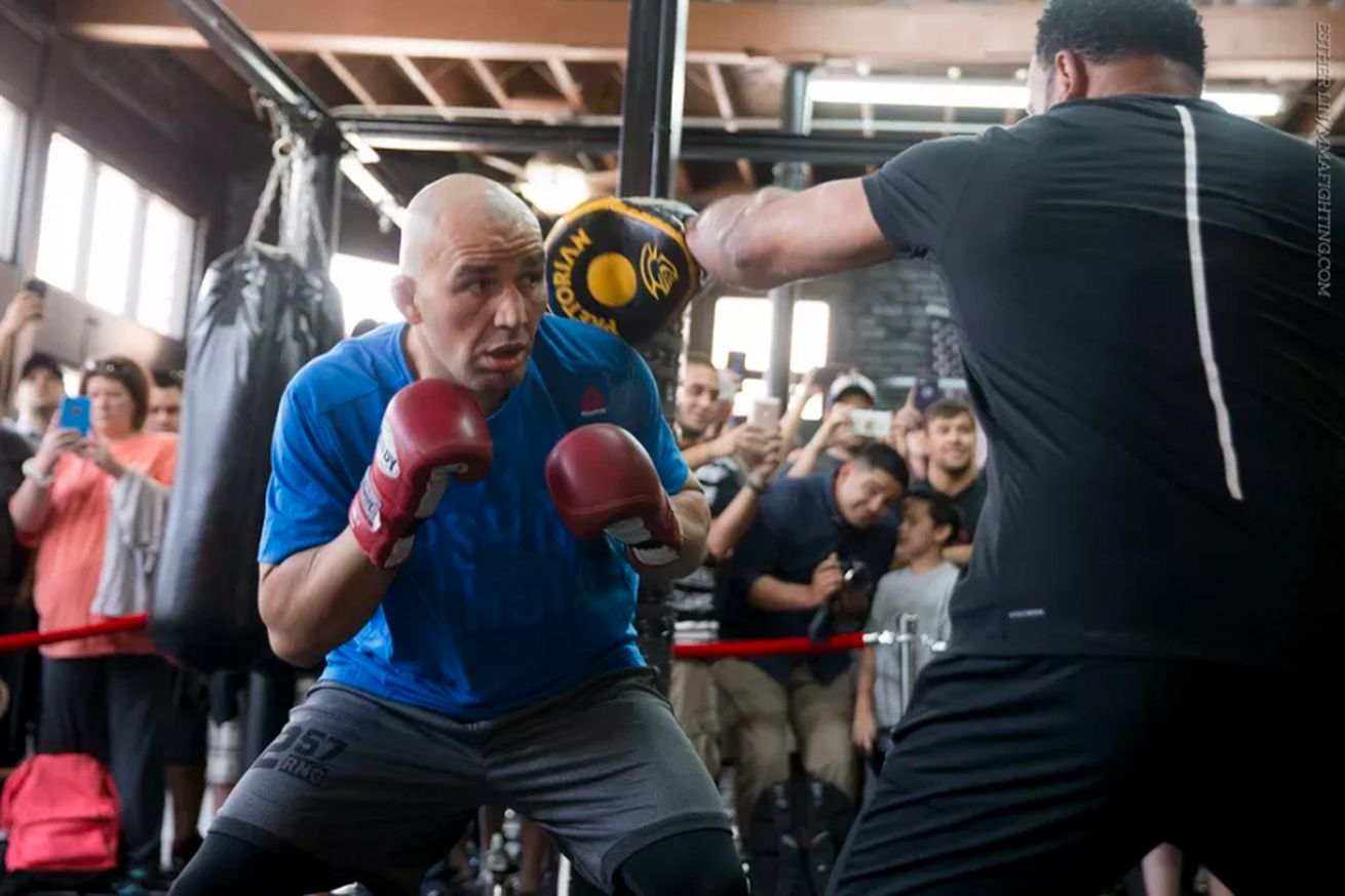 community news, UFC on FOX 19 open workout video highlights for Teixeira vs Evans in Tampa