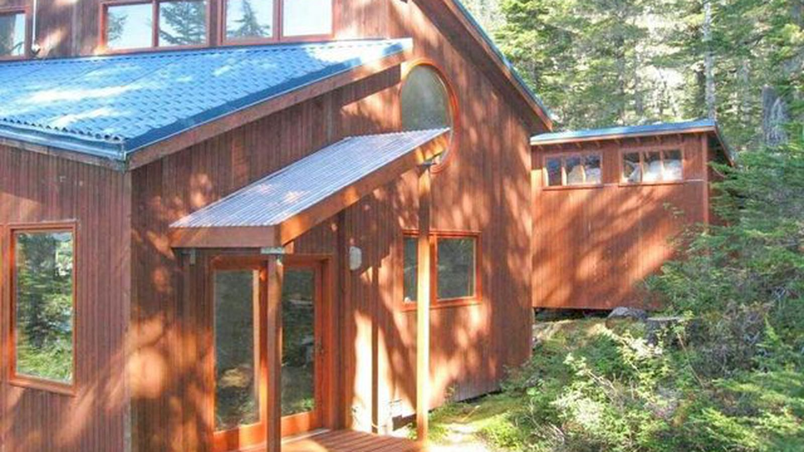 Off Grid Alaskan Cabin With 560 Feet Of Ocean Frontage