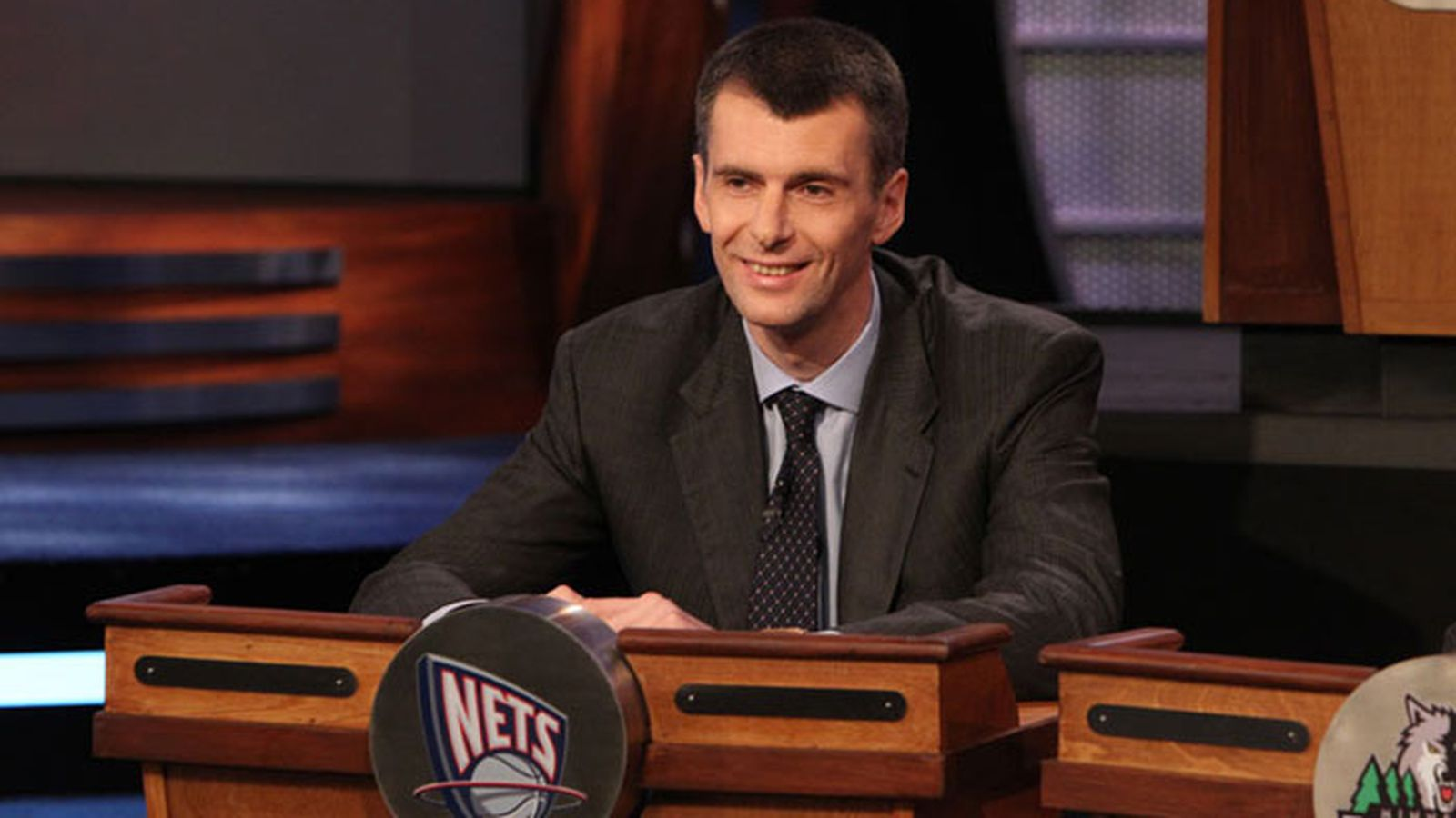Mikhail_prokhorov_at_2010_draft_lottery__new_jersey_nets_.0