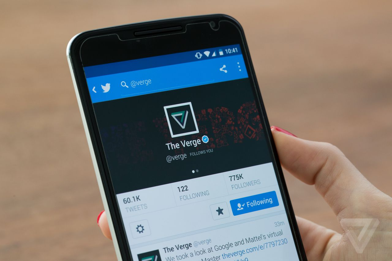 Twitter to soon roll out automatic 'night mode' for users