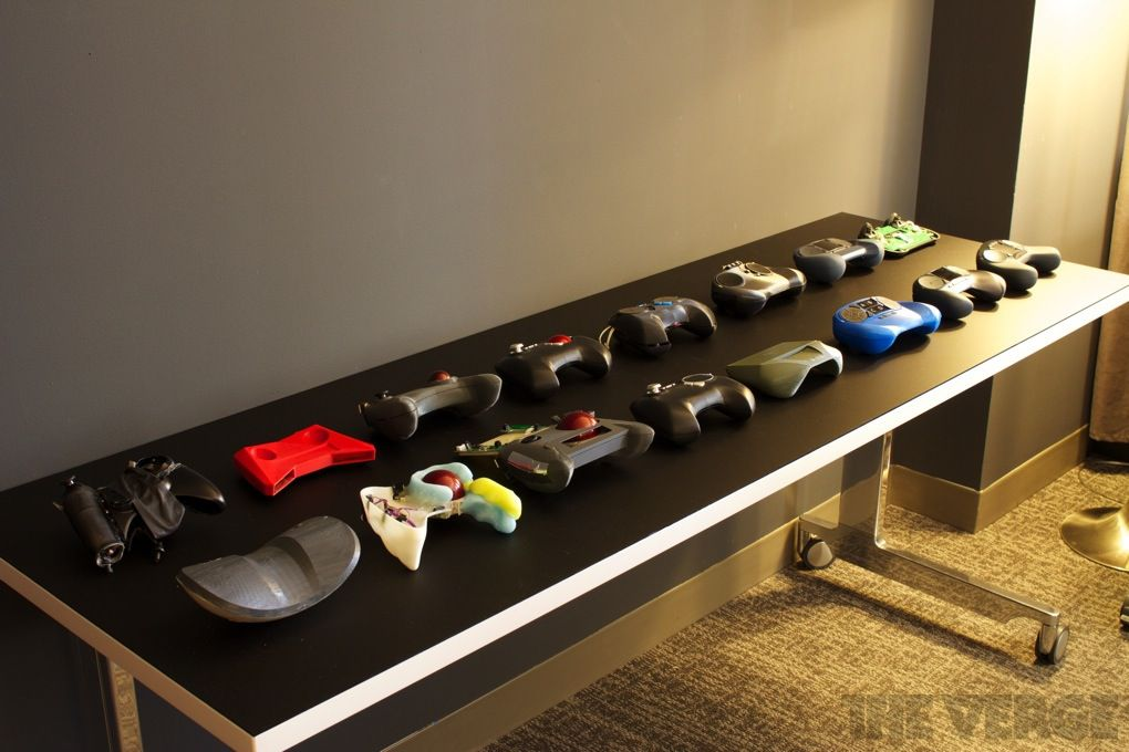 Valve's Steam Controller and Steam Machine prototypes ...Valve Console Controller