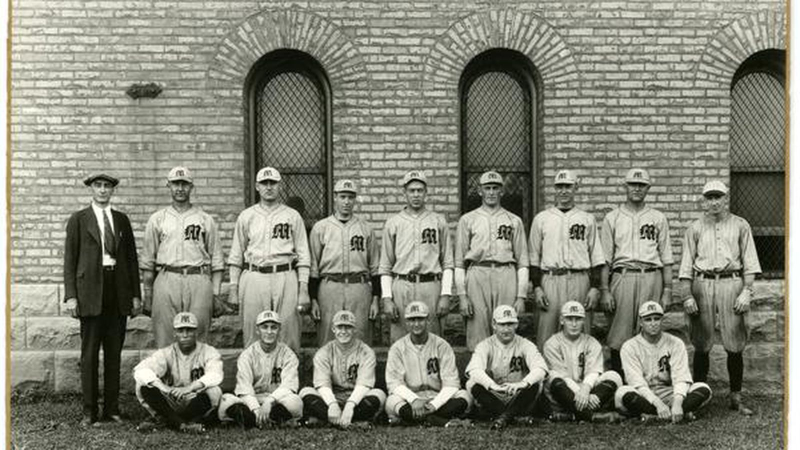 Baseball_team_photo.0.0