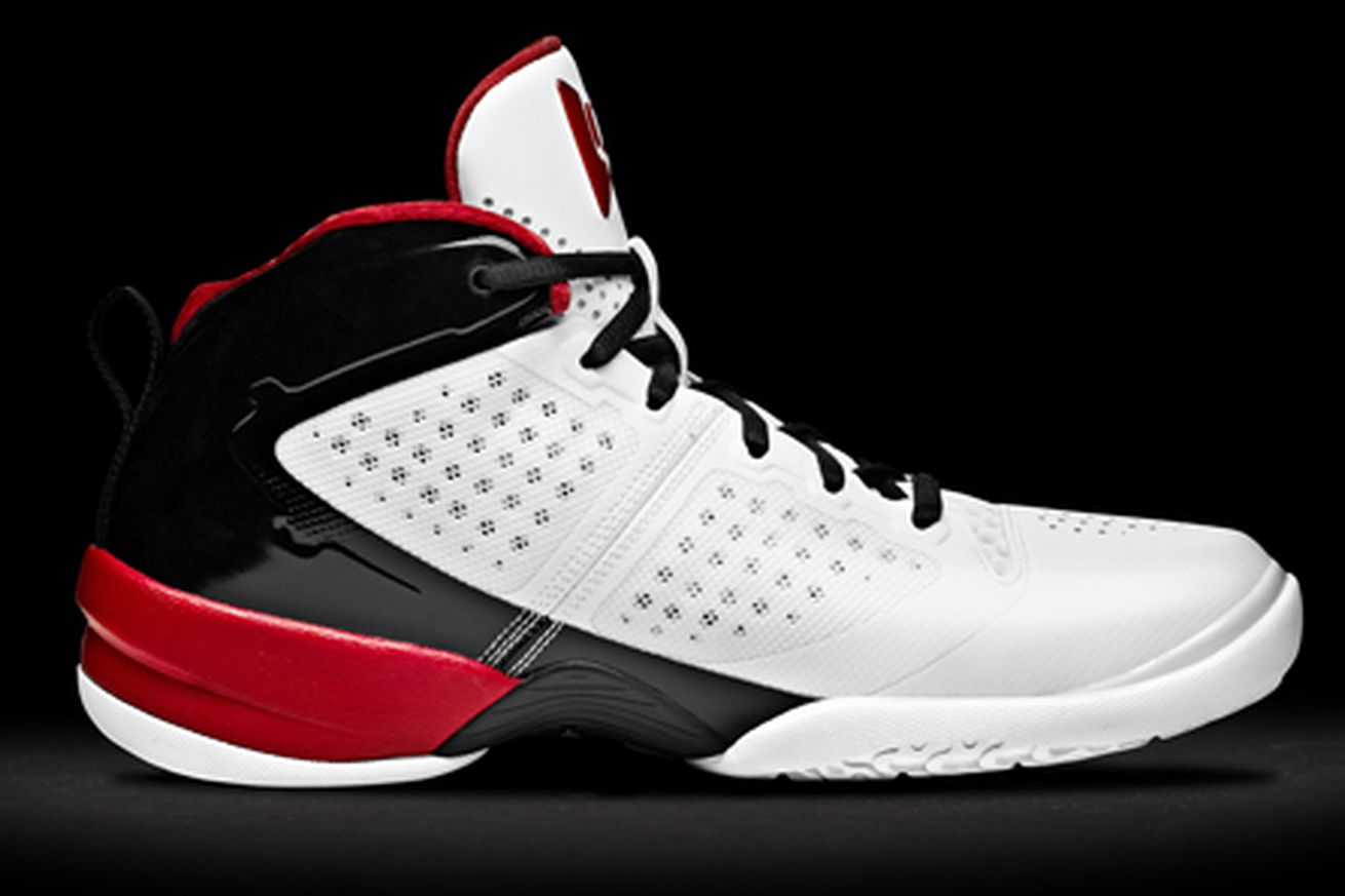 What Shoe Brand Is Dwyane Wade With