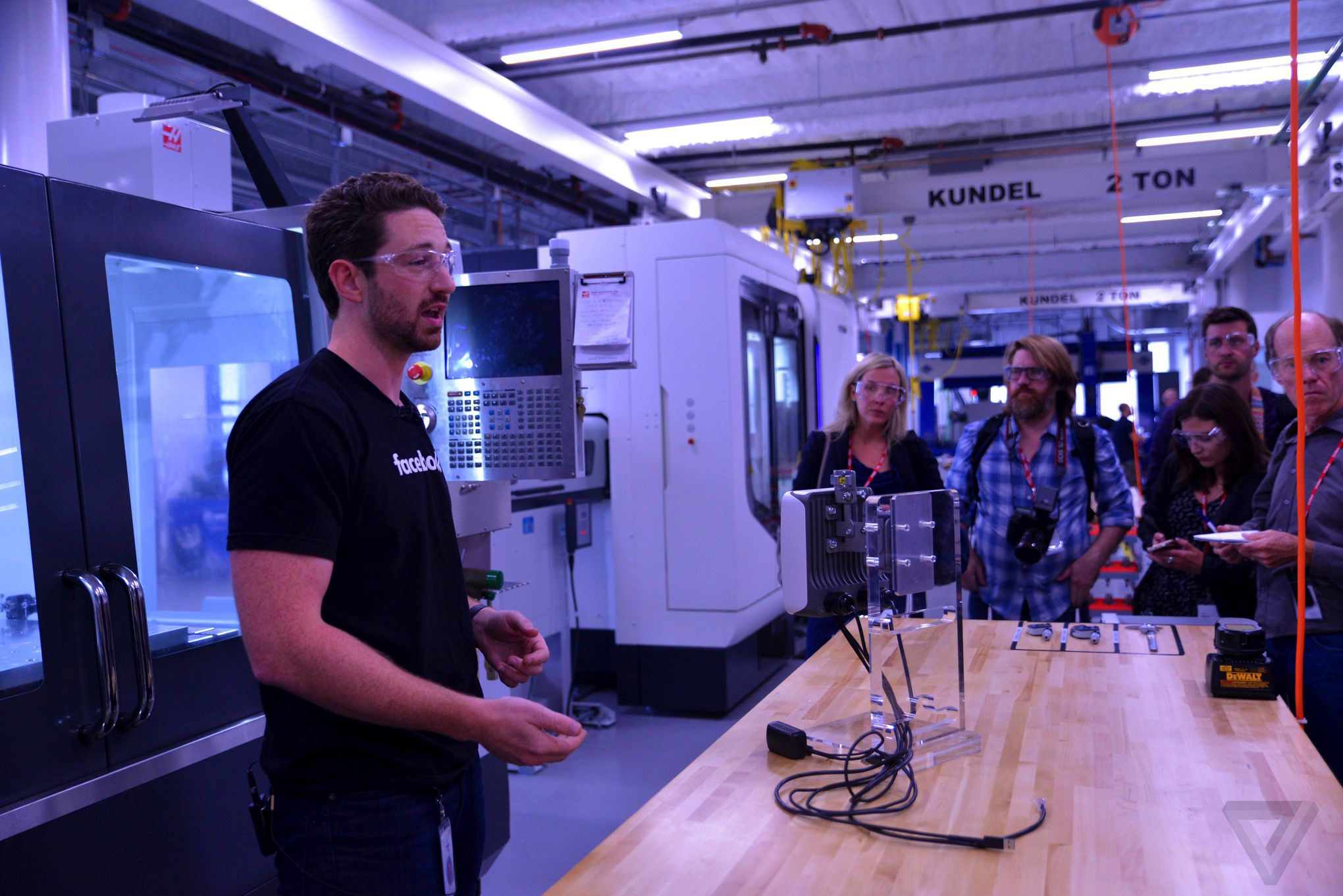 Facebook Opens Hardware Lab, in a Sign of Broader Ambitions