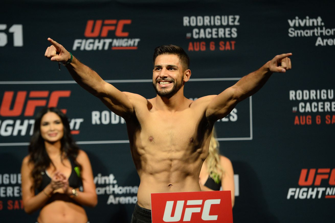 community news, UFC Fight Night 92 results: Yair Rodriguez splits Alex Caceres in high flying acrobatic battle