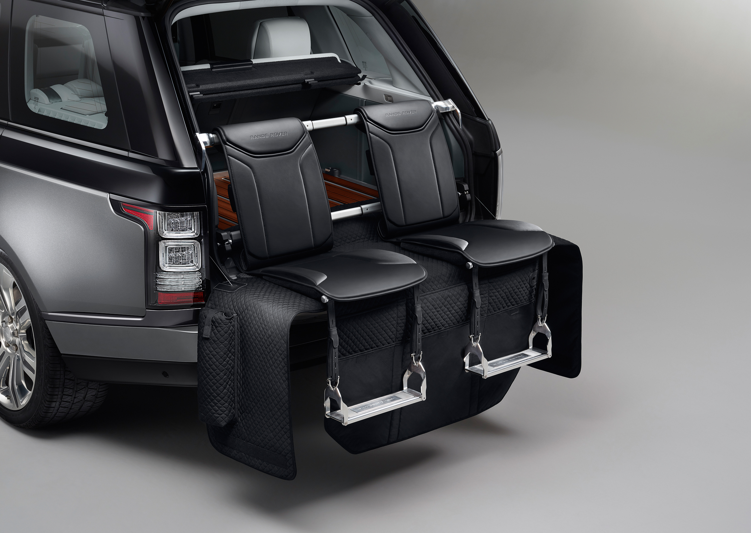 the range rover sv autobiography is a ridiculously expensive tailgating suv the verge. Black Bedroom Furniture Sets. Home Design Ideas