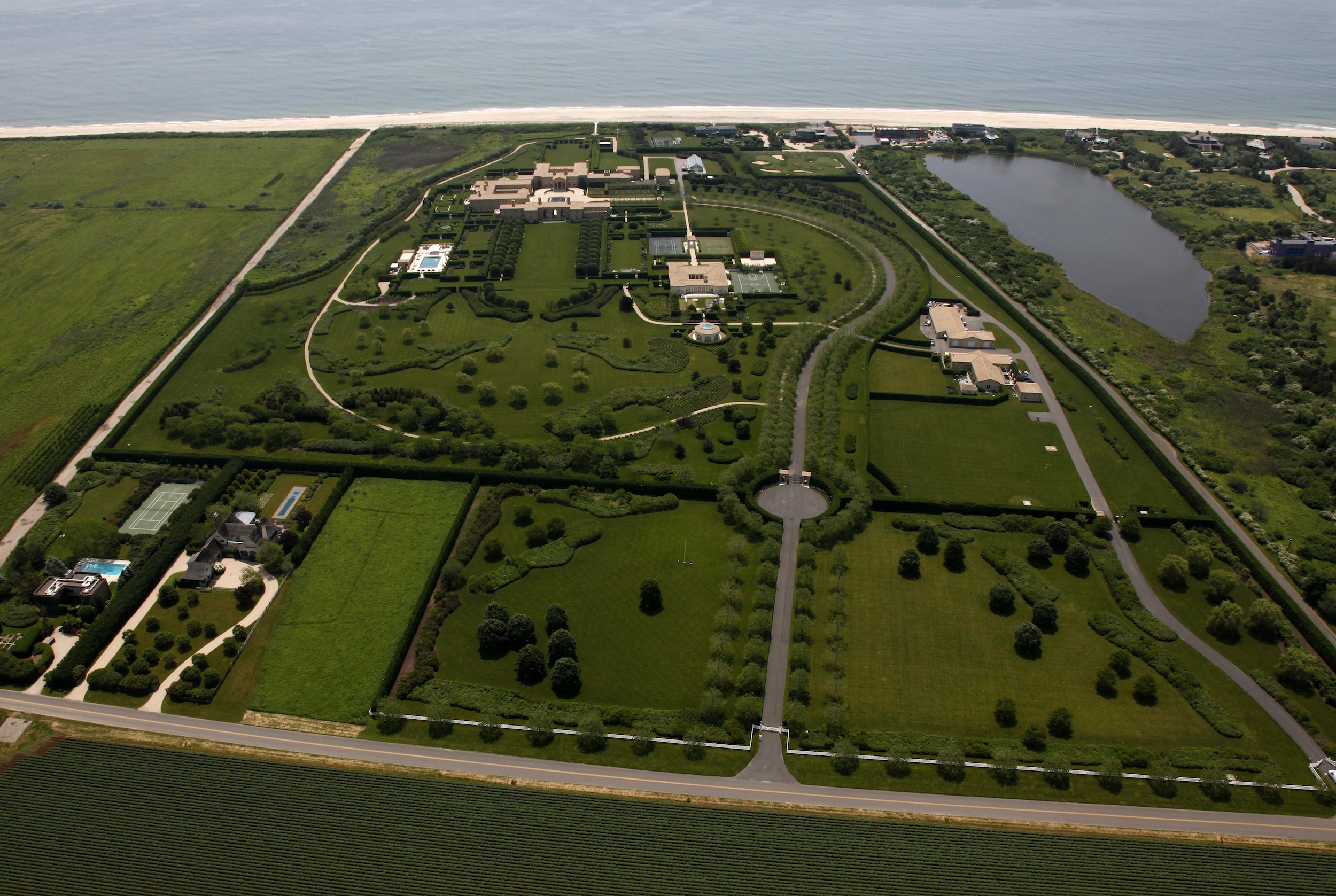 Fly over the country 39 s largest home like never before for Biggest homes in the hamptons