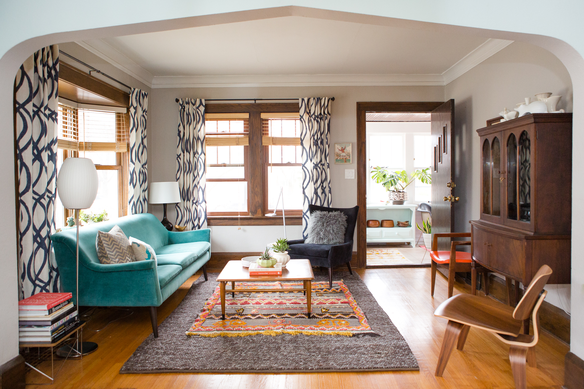 house calls a weaver 39 s small but vivacious bungalow in st paul curbed. Black Bedroom Furniture Sets. Home Design Ideas