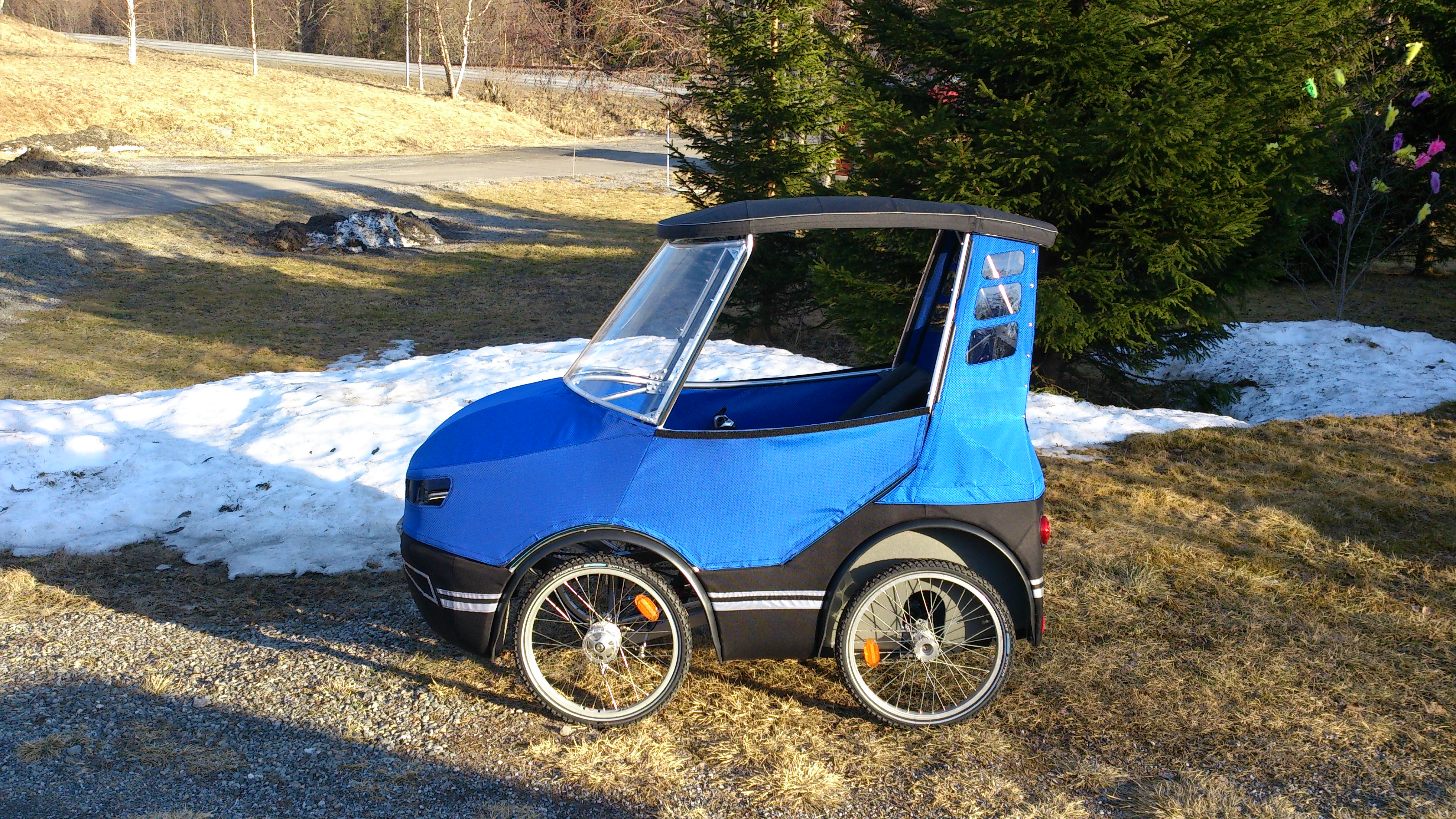 The podride is the world 39 s most adorable tiny car the verge for Is a bicycle considered a motor vehicle