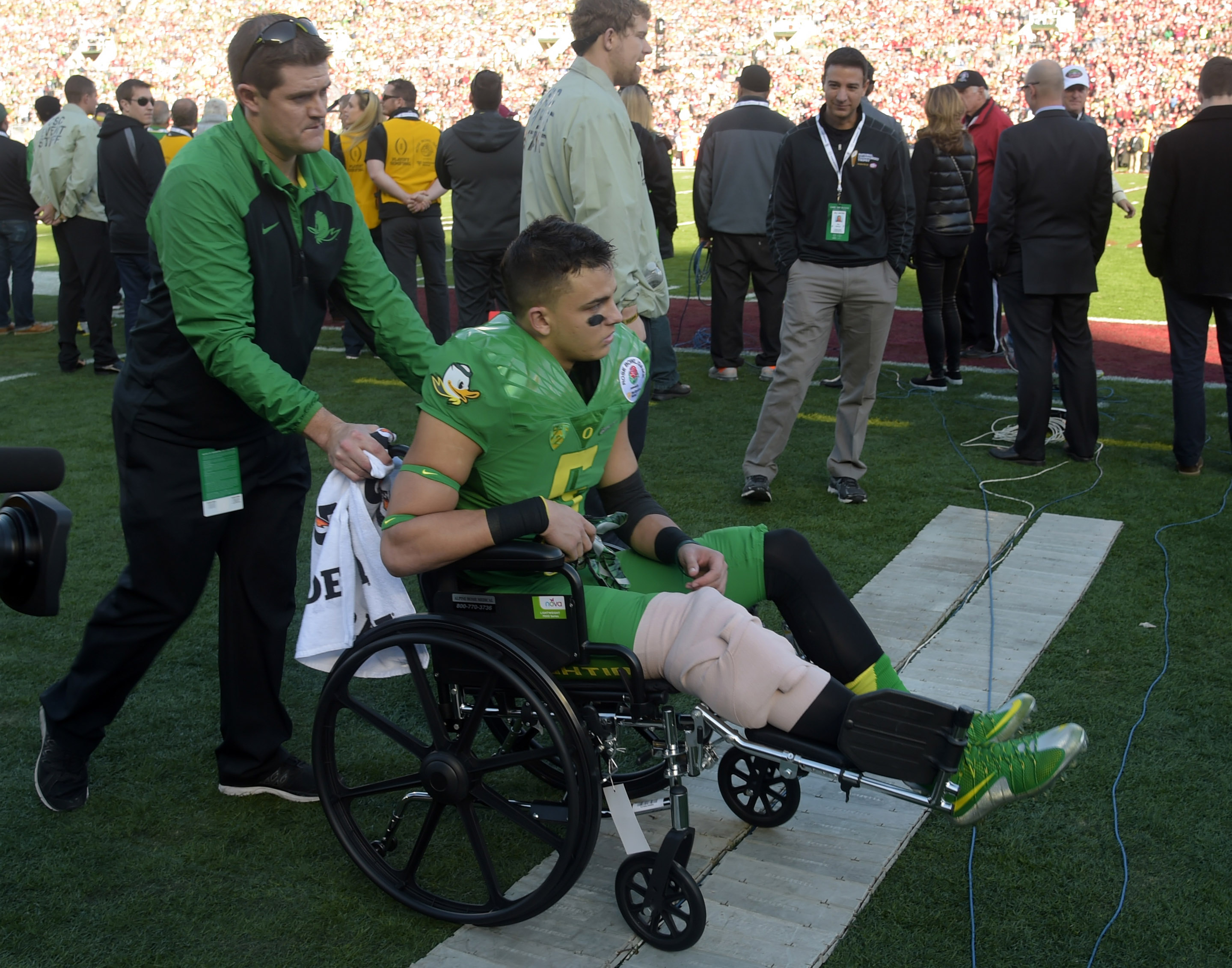 USA hurdler Devon Allen suffers knee injury