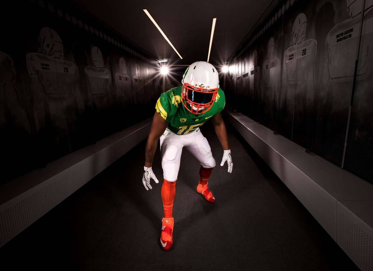 Oregon's uniforms look like actual ducks for Colorado game