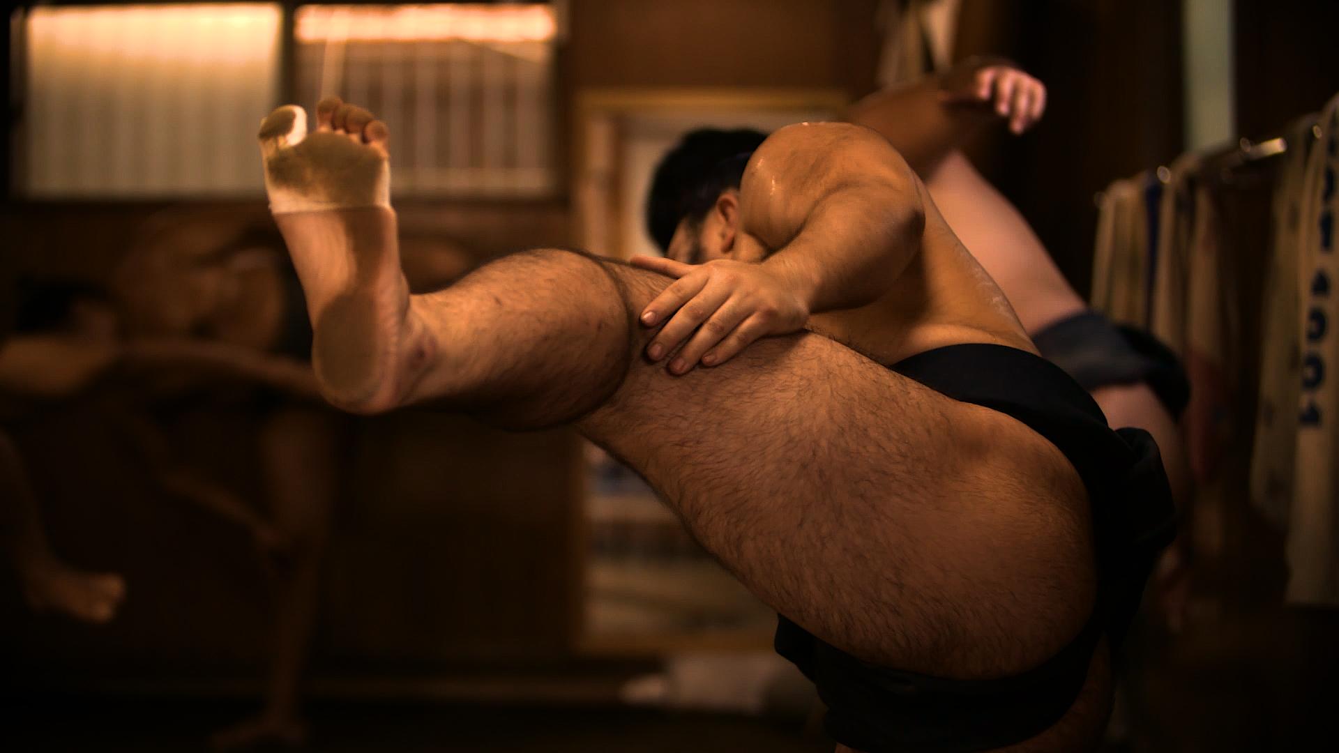 The sumo thigh slap
